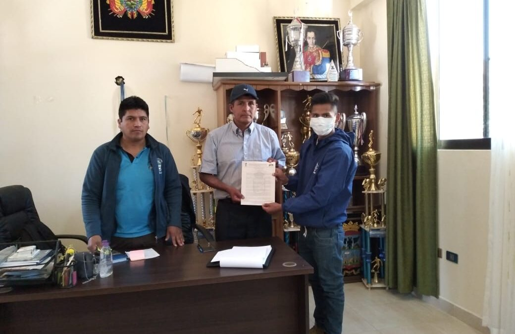 Entrega de la resolución municipal para la creación de la nueva UMADIS en el municipio de Poroma